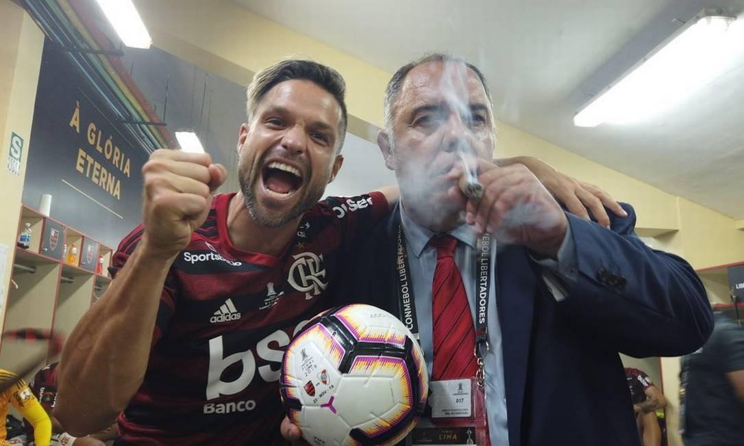 Marcos Braz e Diego comemoram no vestiário Foto: Alexandre Vidal