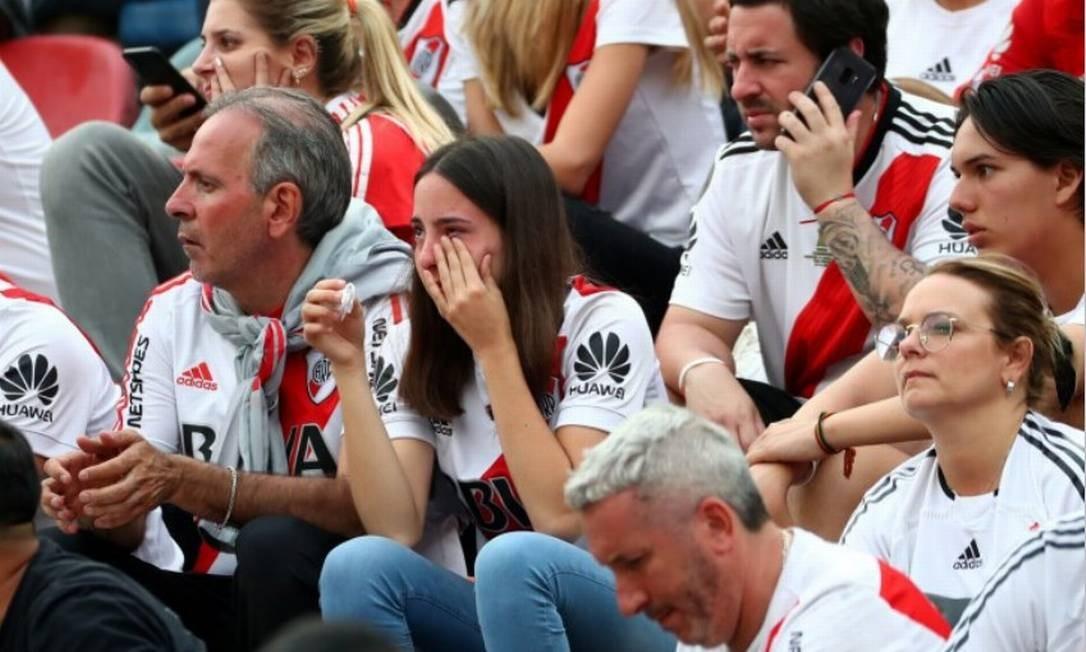 Torcedora chora após derrota para o Flamengo em Lima Foto: Pilar Olivares/Reuters