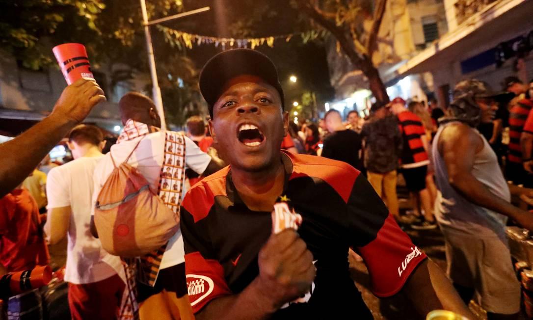 Torcedores do Flamengo comemoram após vencer a final Foto: SERGIO MORAES / REUTERS