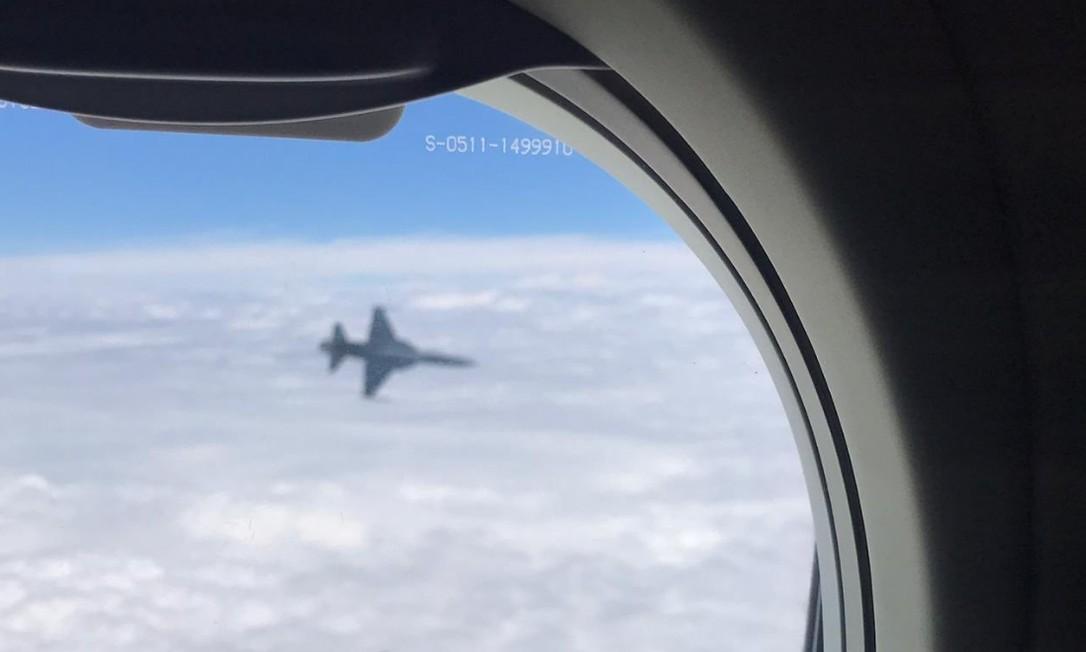 Avião da FAB acompanha aeronave do Flamengo na chegada ao Rio Foto: Reprodução/Flamengo
