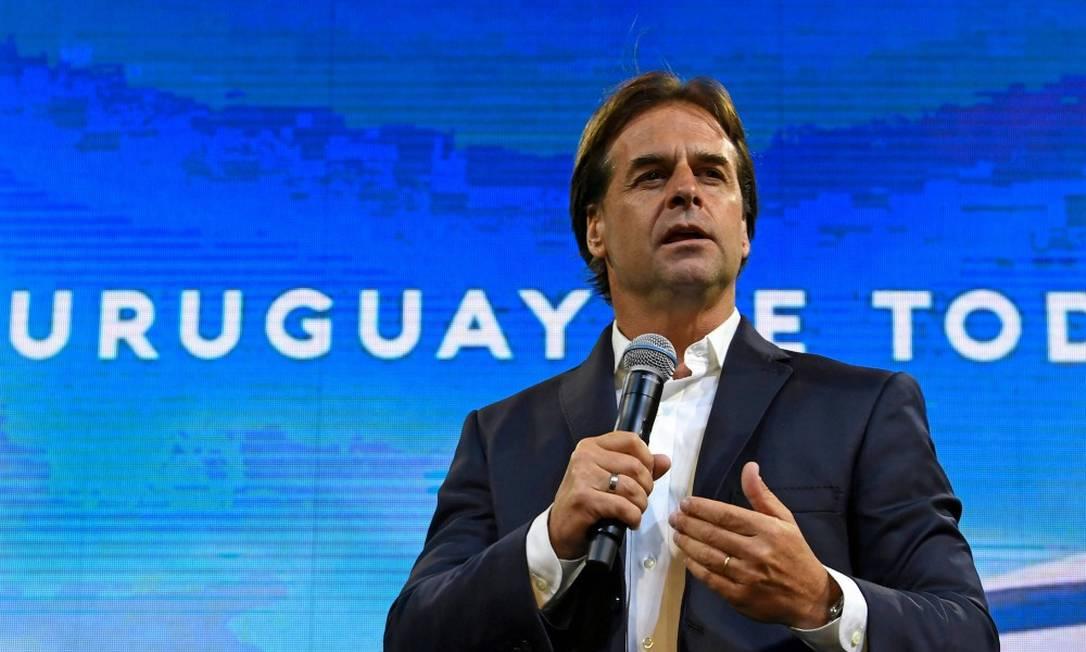 Candidato de oposição, Luis Lacalle Pou faz discurso na noite de domingo Foto: PABLO PORCIUNCULA / AFP/24-11-2019