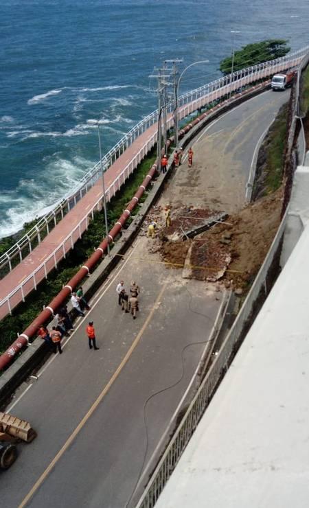 Por medida de segurança, o trecho encontra-se isolado pelo órgão desde o início da madrugada Foto: Divulgação / Defesa Civil