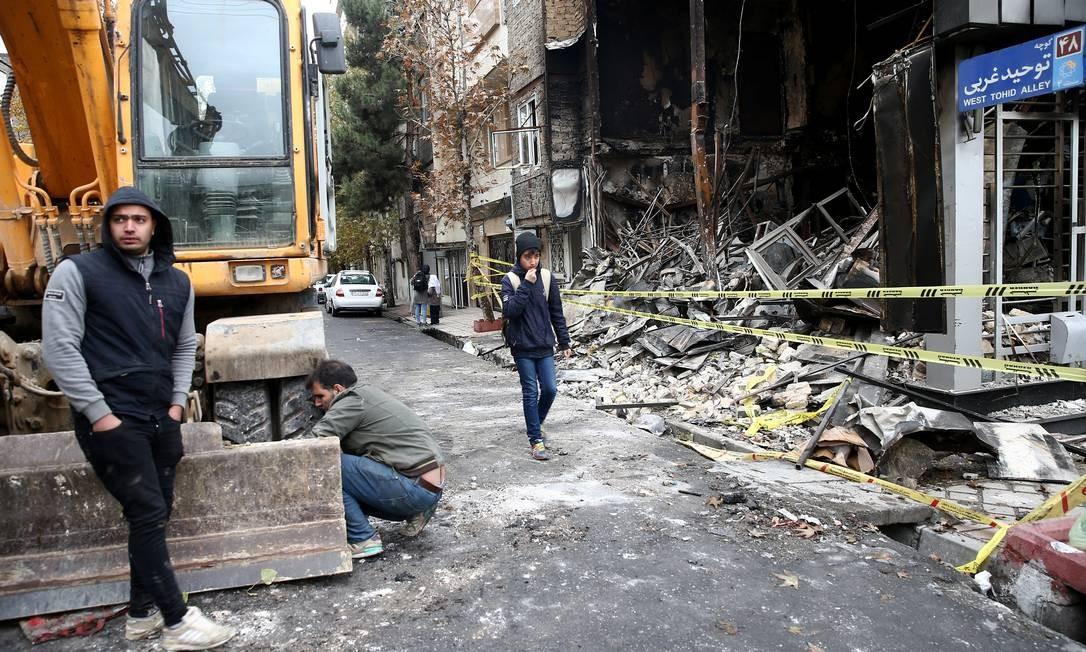 Fachada de um banco queimado durante os protestos das últimas semanas no Irã. Especialistas ressaltaram o nível de violência visto nas ruas, um elemento que não estava presente em atos anteriores Foto: WANA NEWS AGENCY / VIA REUTERS