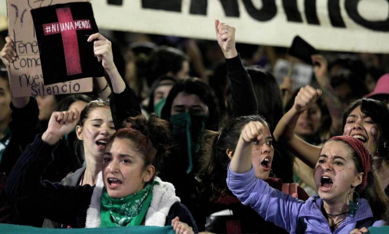 Ativistas marcham pelas ruas de Guadalajara pelo Dia Internacional do Combate à Violência contra as Mulheres em Guadalajara Foto: Ulises Ruiz / AFP