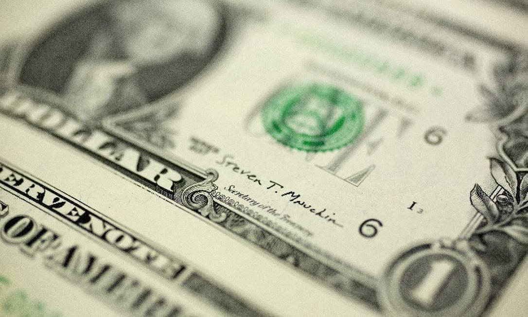 Dólar mantinha trajetória de alta frente ao real Foto: Arquivo