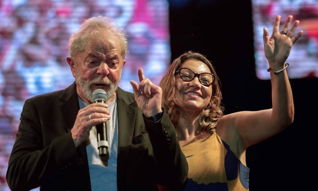 Lula e a noiva Rosângela Silva em evento promovido na cidade de Recife Foto: Leo Malafaia / AFP (17/11/19)