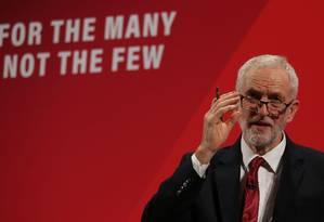 Líder trabalhista Jeremy Corbyn durante lançamento de programa de inclusão de minorias no Reino Unido. Rabino-chefe do país o acusou de ser conivente com o antissemitismo Foto: ISABEL INFANTES / AFP