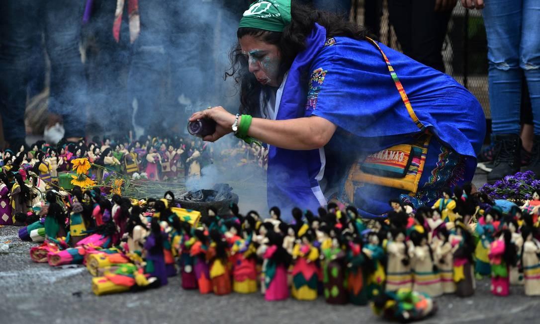 Honduras: ritual em memória das mulheres mortas em Honduras. De acordo com organizações de direitos humanos, 5.929 mulheres foram mortas no país entre 2003 e 2018 Foto: Orlando Sierra / AFP