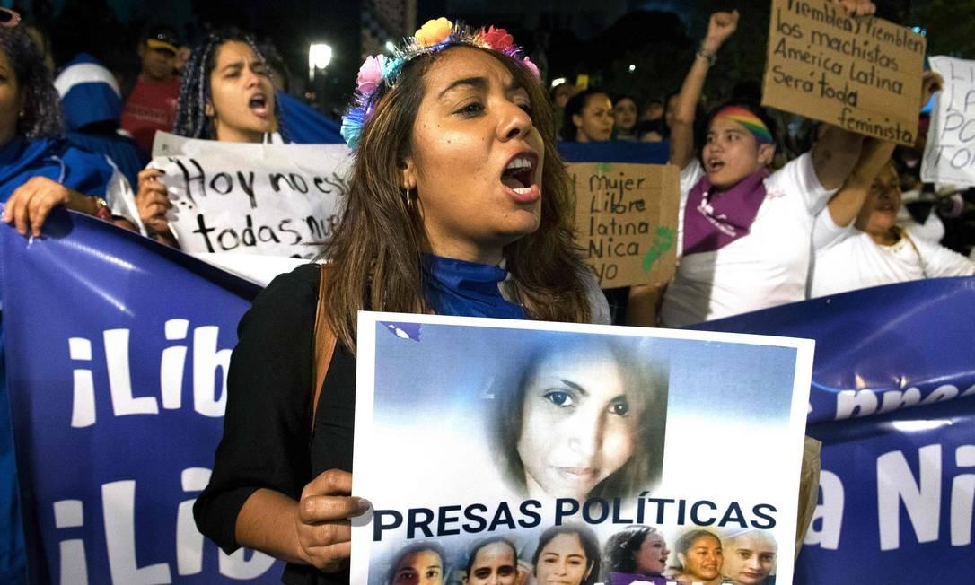 Presas políticas na Nicarágua foram lembradas pelas companheiras costarriquenhas na noite de ontem Foto: Ezequiel Becerra / AFP