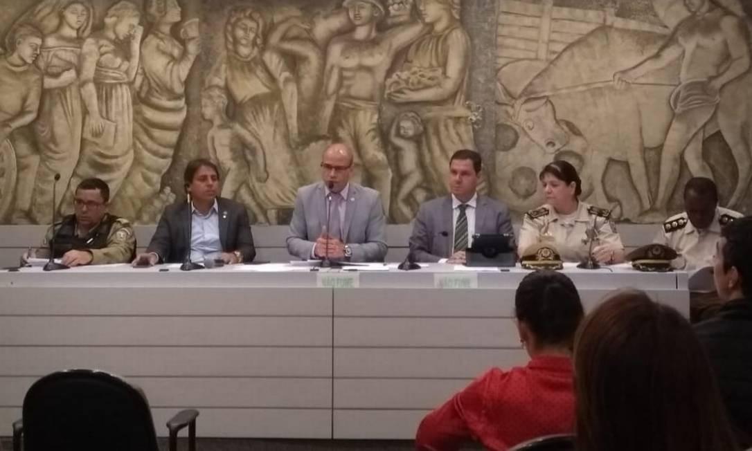 Audiência pública com representantes do município para discutir guardas municipais com arma Foto: Renan Rodrigues /Agência O Globo