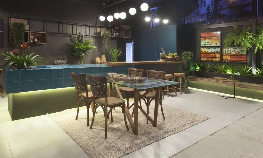 """O projeto """"Varanda Bar Gourmet"""" é assinado por Dayse Costa, Márcia Almeida e Carol Araújo, da DC Arquitetura Foto: Fabio Policarpo / Divulgação"""