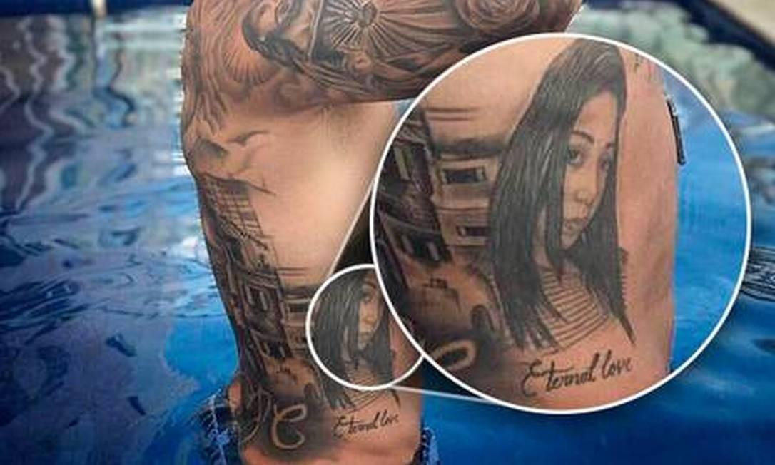 Tatuagem na costela Foto: Reprodução
