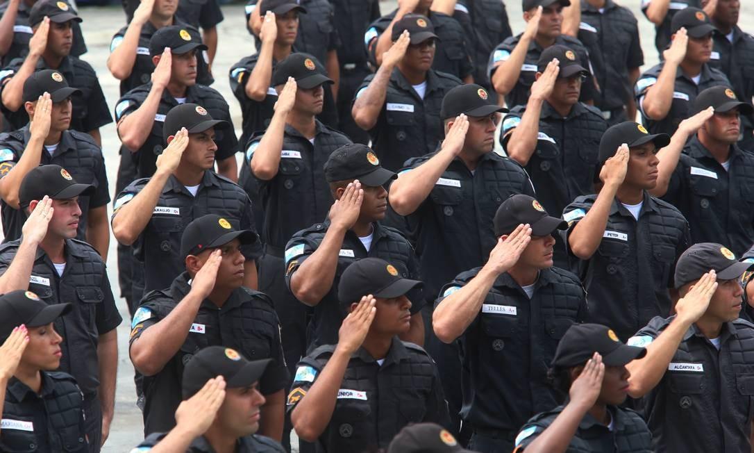 Comissão incluiu no texto policiais e bombeiros dos estados que terão direito à integralidade e paridade Foto: Fabiano Rocha / Agência O Globo