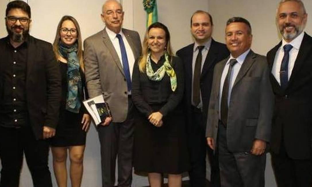 Katiane está ao centro, ao lado do Ministro da Cidadania, Osmar Terra Foto: Reprodução