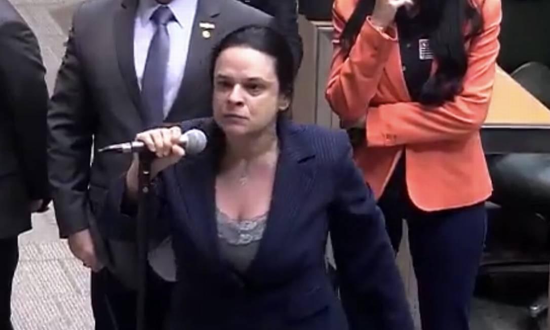 Deputada Janaína Paschoal criticou Gil Diniz, seu colega no PSL, no plenário da Alesp Foto: Reprodução