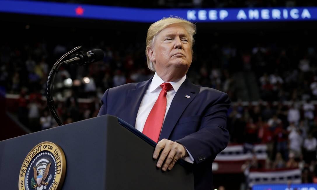 Presidente Donald Trump vai enfrentar fase decisiva do processo de impeachment na semana que vem, quando começam os procedimentos na Comissão de Justiça, última etapa antes da votação no plenário Foto: YURI GRIPAS / REUTERS