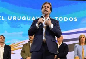 A vitória de Luis Lacalle Pou foi confirmada na recontagem dos votos Foto: PABLO PORCIUNCULA / AFP