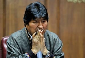 O ex-presidente da Bolívia Evo Morales gesticula durante coletiva de imprensa no Clube de Jornalistas do México nesta quarta, no qual já havia informado ser alvo de monitoramento pela Interpol a pedido de autoridades de seu país Foto: CLAUDIO CRUZ/AFP/27-11-2019