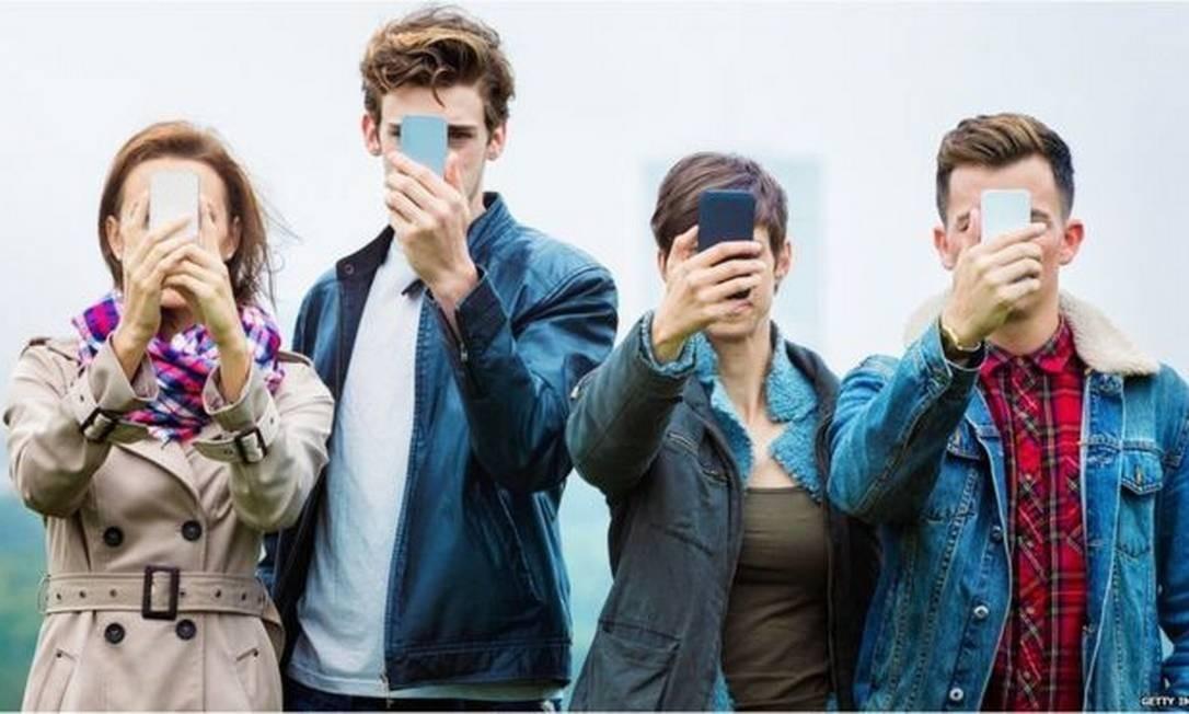 Dependência dos celulares pode ser descrita como vício, indica pesquisa britânica Foto: Getty Images