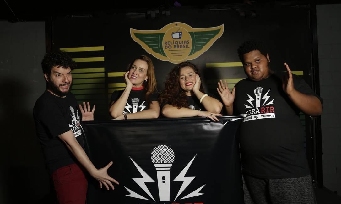 Pedro Pan (à esquerda), Alexandra Dias, Michelle Ferrúcio e Big Jaum estão no elenco do projeto Bora Rir Foto: Marcos Ramos / Agência O Globo