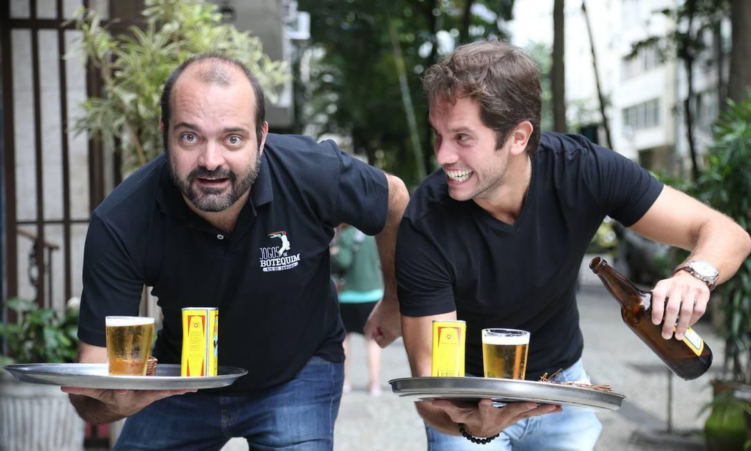 Os idealizadores dos Jogos de Botequim Juarez Becoza (à esquerda) e Felipe Nogueira Foto: Pedro Teixeira / Pedro Teixeira