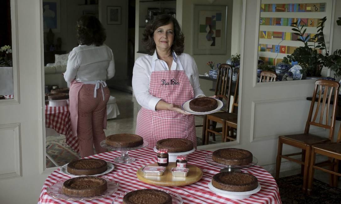 Beatriz Tremblais mostra os seus bolos caseiros Foto: Domingos Peixoto / Agência O Globo