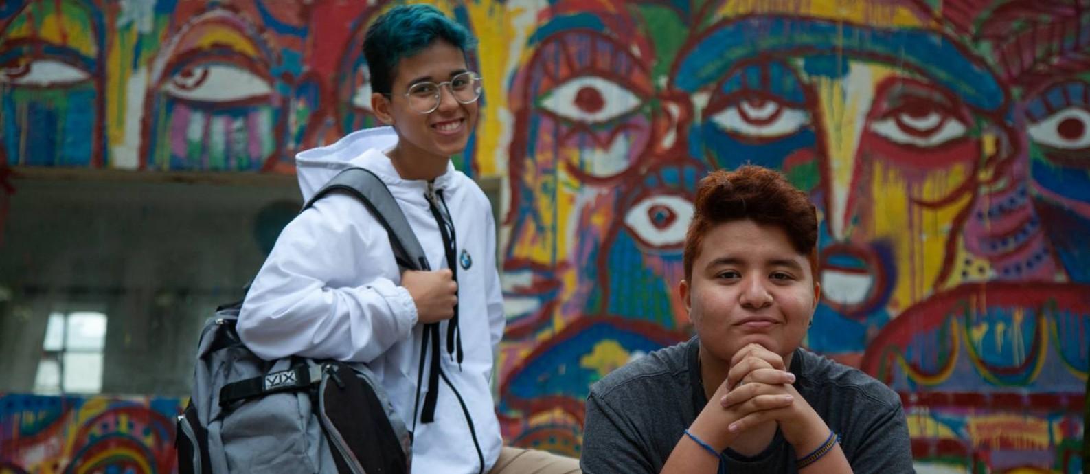 Os estudantes Tyller Guedes de Freitas, de 15 anos (à esquerda) e Will Nascimento Oliveira, de 18, alunos da Escola Estadual Caetano de Campos, região central de São Paulo Foto: Jefferson Coppola / Agência O Globo
