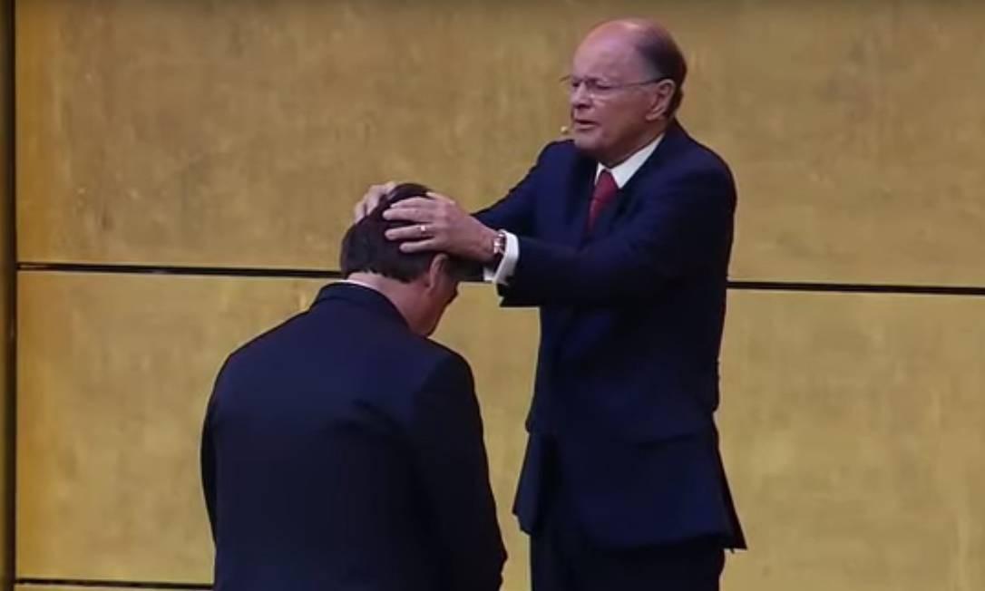 Jair Bolsonaro recebe as bênçãos de Edir Macedo Foto: Terceiro / Agência O Globo