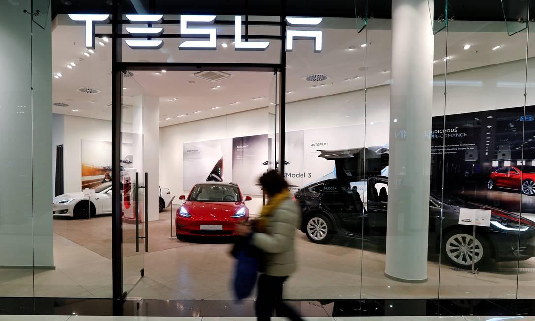 Revendedora da Tesla em Berlim: anúncio de construção da primeira fábrica da montadora no país leva empresas do setor a procurar a Alemanha para se instalarem Foto: FABRIZIO BENSCH/REUTERS/13-11-2019
