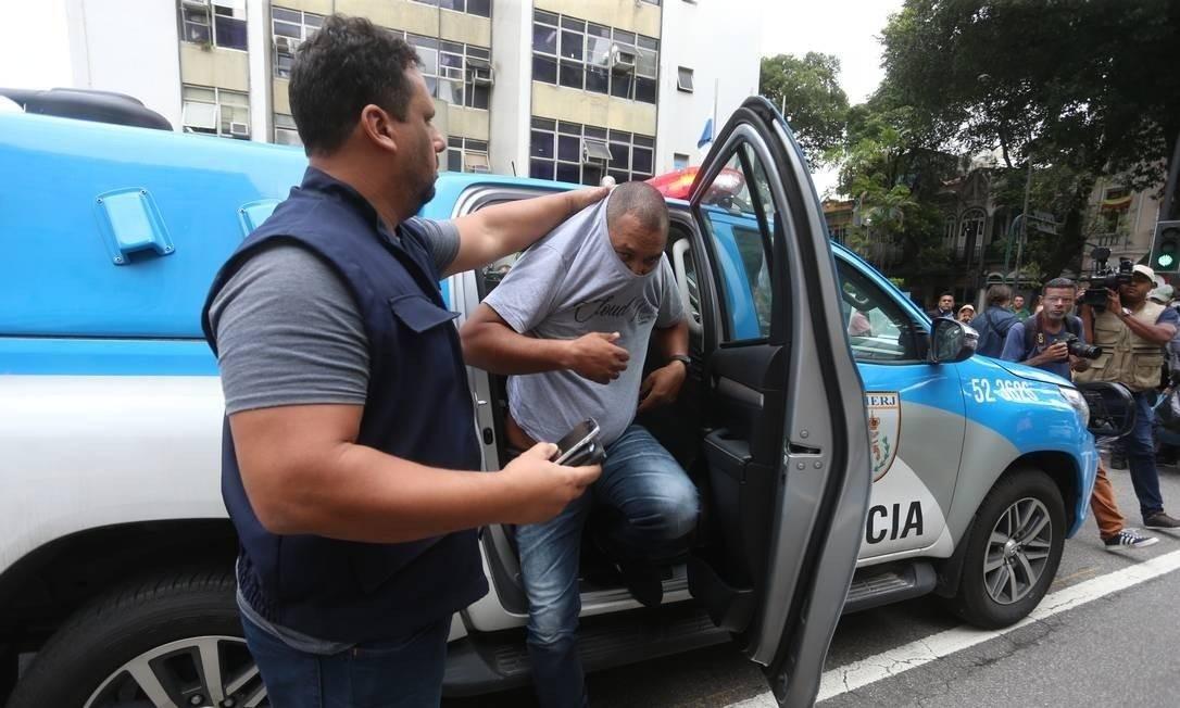Policiais militares do serviço de Inteligência são acusados de se passar por agentes da Delegacia de Repressão aos Crimes Contra a Propriedade Imaterial (DRCPIM) para extorquir comerciantes Foto: Fabiano Rocha / Agência O Globo