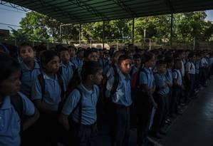 Estudantes no pátio da Escola Bolivariana Augusto D'Aubeterre, em Boca de Uchire, Venezuela Foto: ADRIANA LOUREIRO FERNANDEZ / NYT