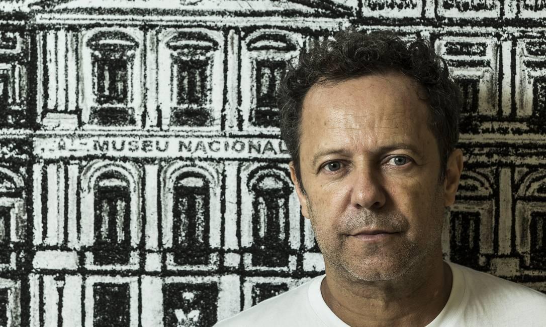 O fotógrafo e artista plástico Vik Muniz fez uma exposição com obras feitas com as cinzas coletadas no incêndio do Museu Nacional Foto: Guito Moreto / Agência O Globo