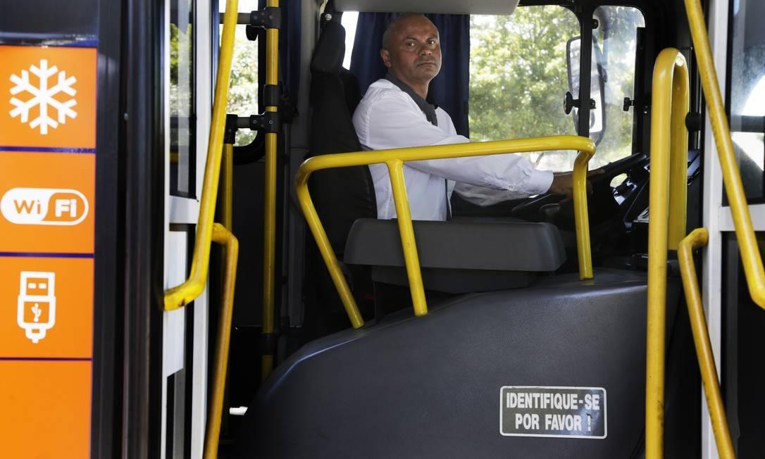 Ônibus com wi-fi, entrada USB e ar-condicionado Foto: Antonio Scorza / Agência O Globo