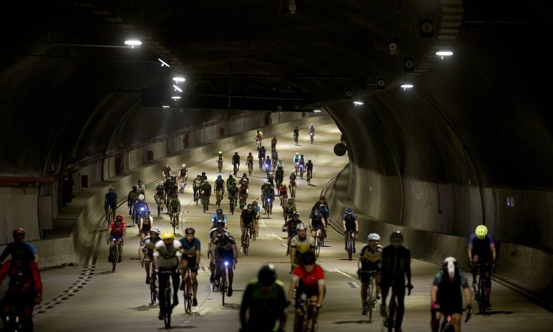 Cerca de 500 ciclistas participaram de pedalada para marcar a inauguração da APCC do Porto Foto: Márcia Foletto / Agência O Globo