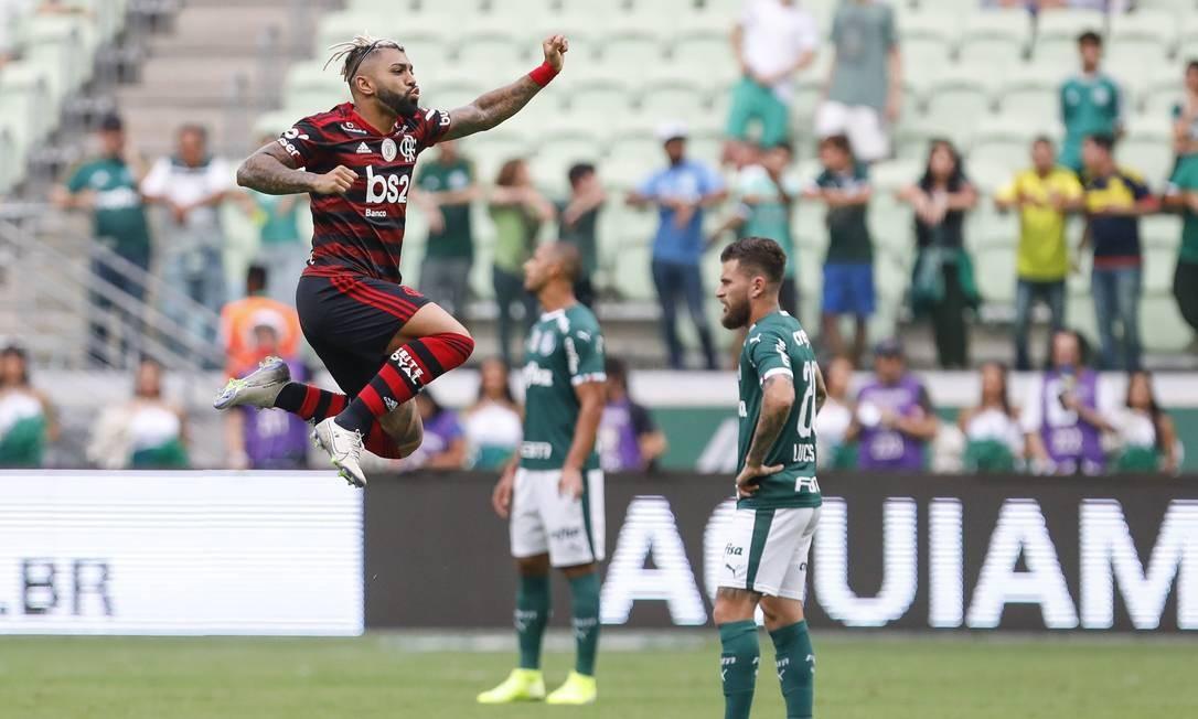 Gabigol marca duas vezes na vitória de 3 a 1 sobre o Palmeiras Foto: Ricardo Moreira / Agência O Globo