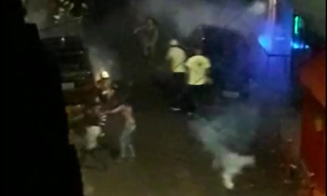 Policiais usaram bombas e tiros de borracha para dispersar baile funk Foto: Reprodução
