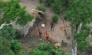 Índios isolados observados em sobrevoo pela Terra Indígena Kampa e Isolados do Envira, no Acre Foto: Gleison Miranda / Funai