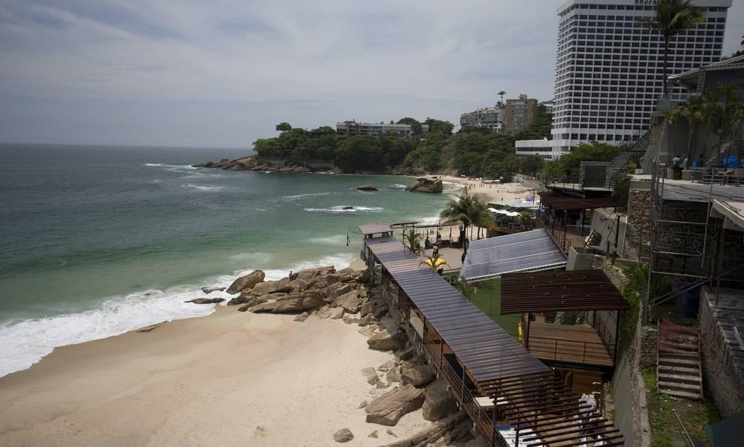 O Faro Beach Club que está sendo concluído na Avenida Niemeyer: espaço terá 500 metros quadrados de área útil, piscina, bar e restaurante Foto: Márcia Foletto / Agência O Globo