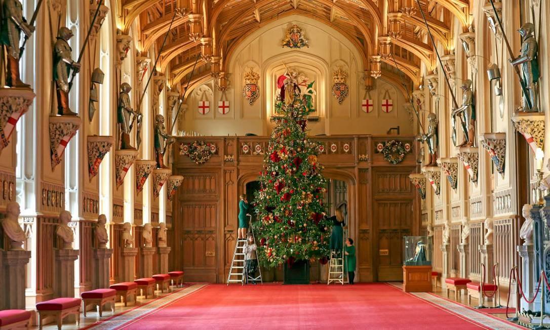 A tradicional árvore cultivada especialmente para a família real no Windsor Great Park Foto: Steve Parsons - PA Images / PA Images via Getty Images