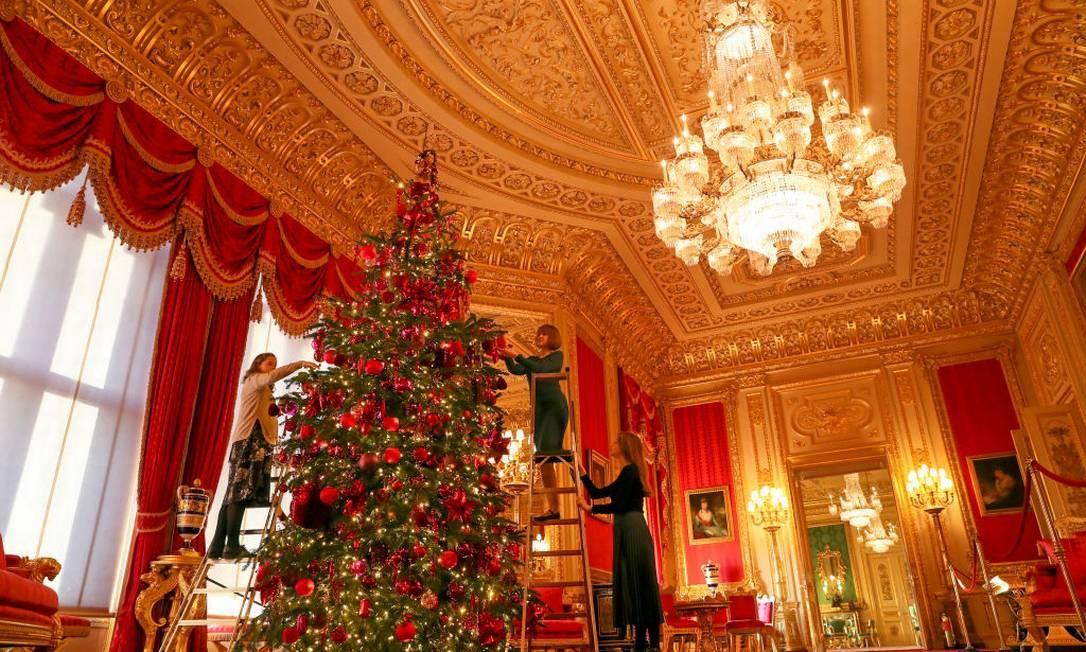 A árvore no Crimson Drawing Room no Castelo de Windsor Foto: Steve Parsons - PA Images / PA Images via Getty Images