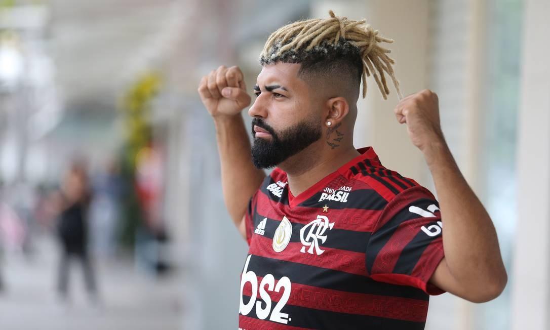 Jeferson Sales, sósia de Gabigol, coloca dreads Foto: Guilherme Pinto / Agência O Globo