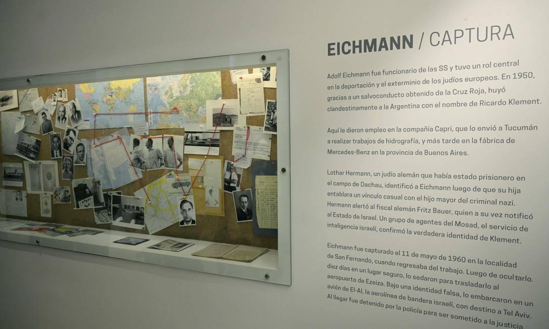 Seção dedicada à captura do oficial nazista Adolf Eichmann, realizada na Argentina em 1950 Foto: JUAN MABROMATA / AFP