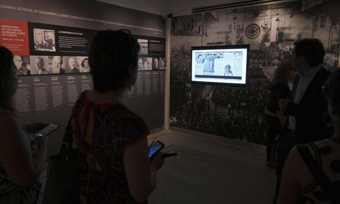Vista do Museu do Holocausto em Buenos Aires. Recursos tecnológicos, fotos e vídeos históricos destacam testemunho de sobreviventes Foto: JUAN MABROMATA / AFP