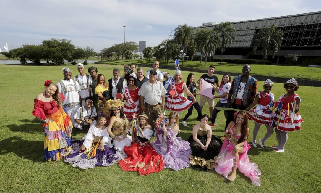Participantes da 59ª Feira da Providência reunidos no gramado do Riocentro, na Barra Foto: Domingos Peixoto / Agência O Globo