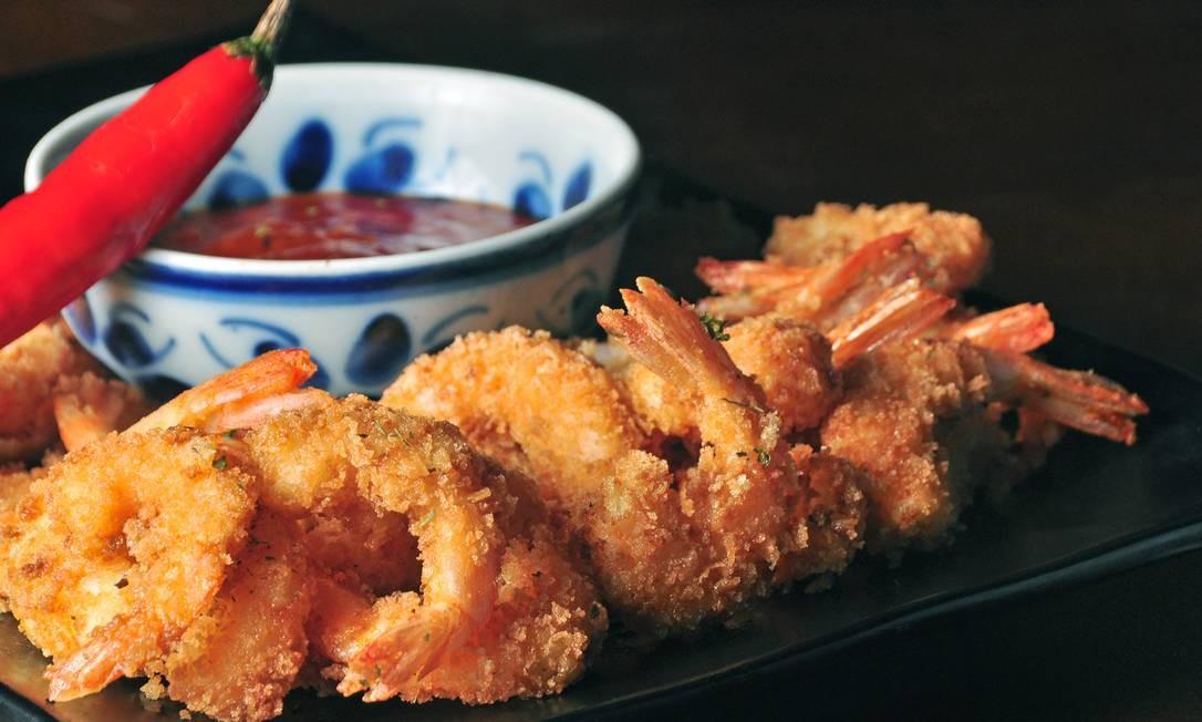 Bar Leblon. Agora Vai: camarões empanados e acompanhados de geleia feita com pimenta biquinho e dedo-de-moça. R$ 59