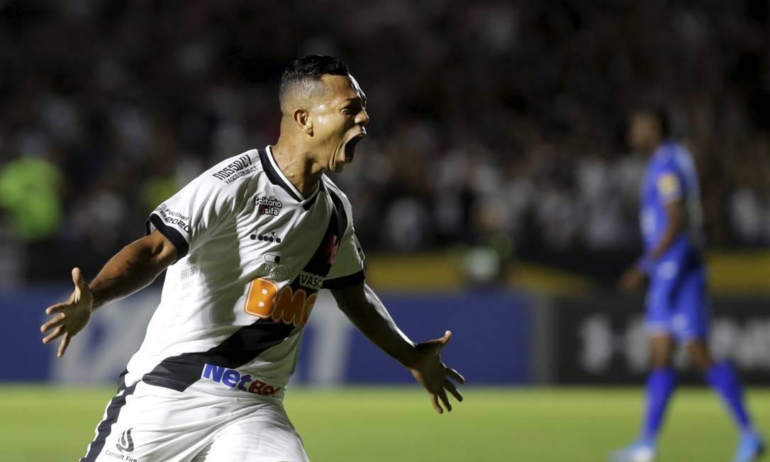 Guarín comemora o gol que abriu o placar para o Vasco diante do Cruzeiro Foto: MARCELO THEOBALD / MARCELO THEOBALD