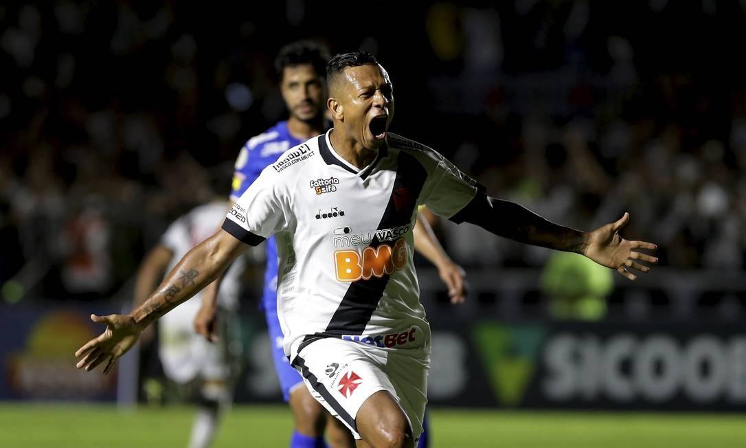 A emoção de Guarín com mais um gol pelo Vasco Foto: MARCELO THEOBALD / MARCELO THEOBALD