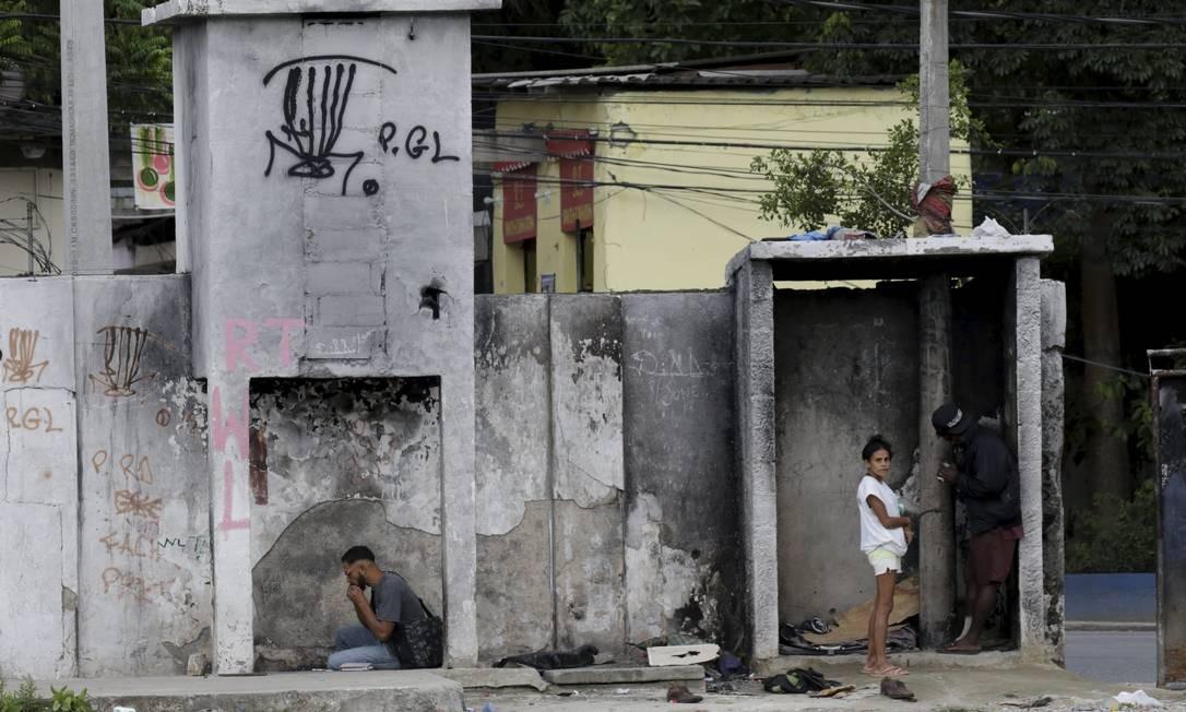 Dependentes químicos se instalaram no terreno das antigas Cavalariças Imperiais, em São Cristóvão Foto: Domingos Peixoto / O Globo