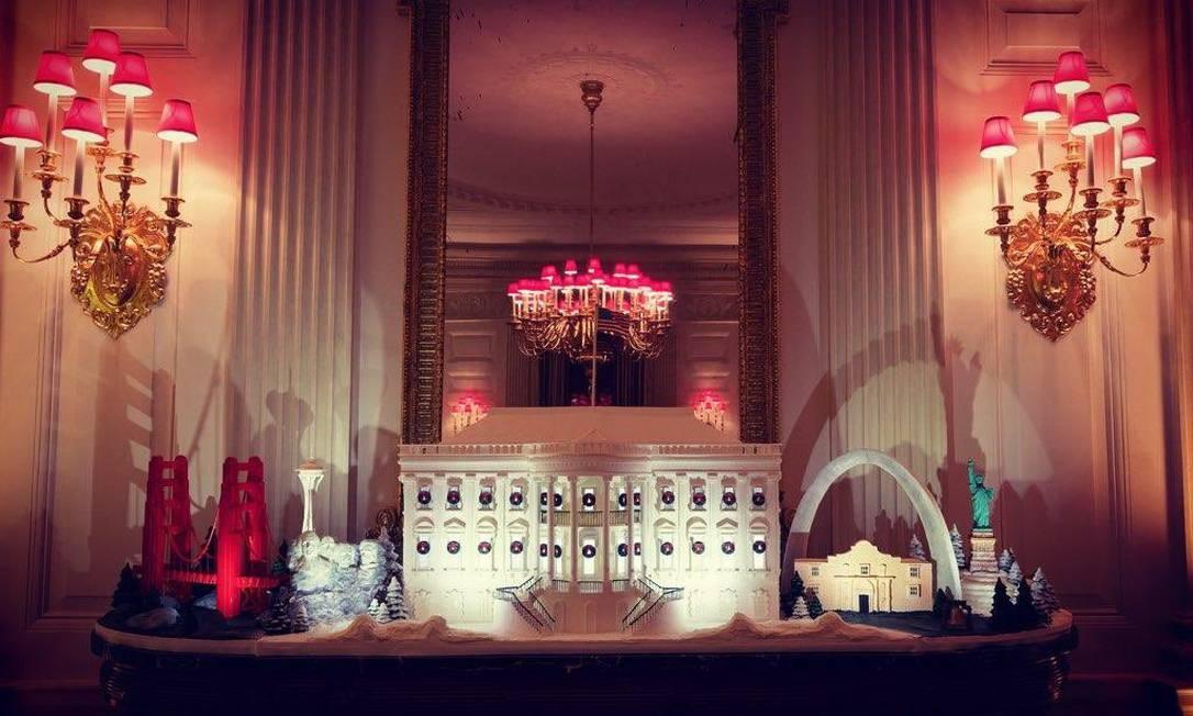 Réplica da Casa Branca com iluminação de Natal Foto: Melania Trump/ Twitter