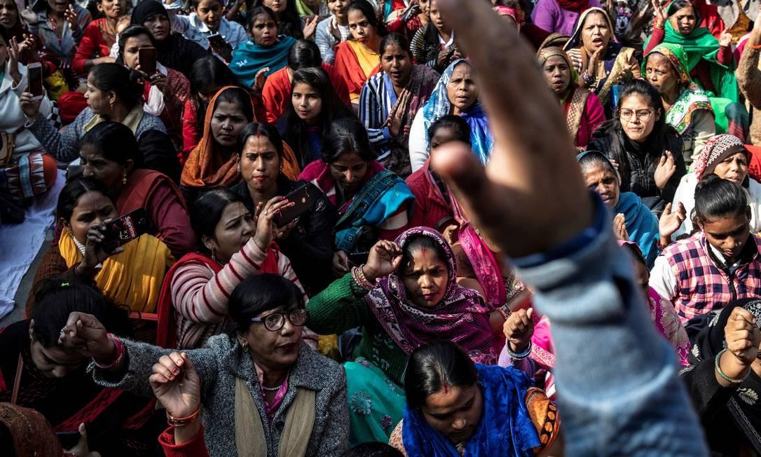 Índia enfrenta terceiro dia de protestos pela morte da veterinária de 27 anos que sofreu estupro coletivo antes de ser queimada viva. Os agressores confessaram o crime e estão presos. População reivindica leis mais severas para crimes de violência contra a mulher Foto: Danish Siddiqui / Reuters